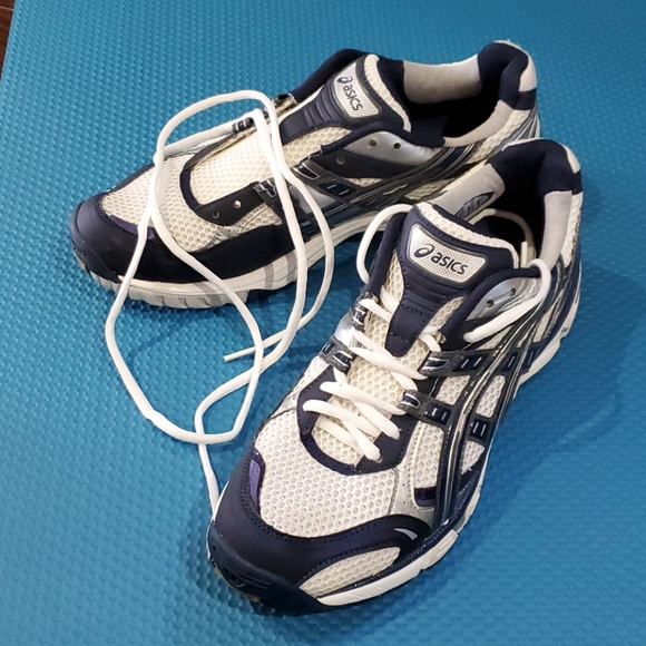 Asics women running shoes, great condition